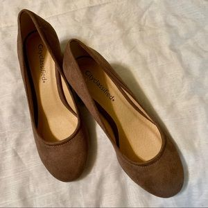 Sz 7 NWOT City Classified Taupe Sueded Pumps 👠